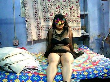 Horny Savita Bhabhi Seducing Fans