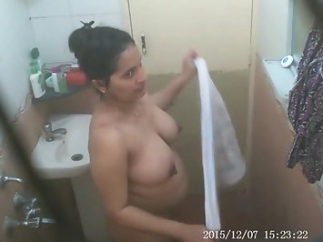 beena bhabhi taking bath pouring watering on her lovely boobs