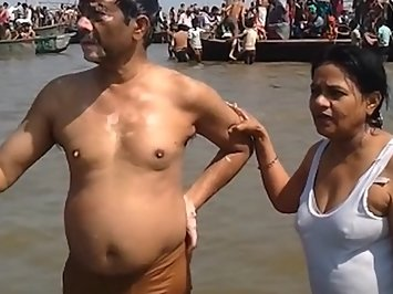 Mature Desi Couple Worship Nude In Ganga