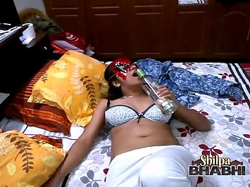 Shilpa Bhabhi Pornstar Role Play In Bedroom
